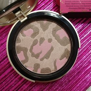 Too Faced Makeup - Pink leopard blushing bronzer